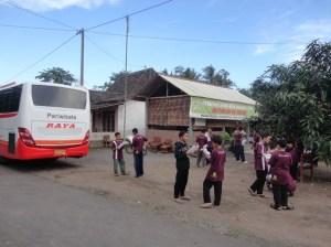 Study Tour MTS Kartosuro di Desa Bahasa Magelang