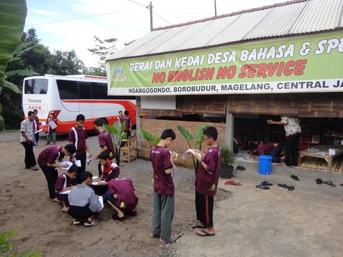 Sesi Praktek Belajar di Desa Bahasa Magelang